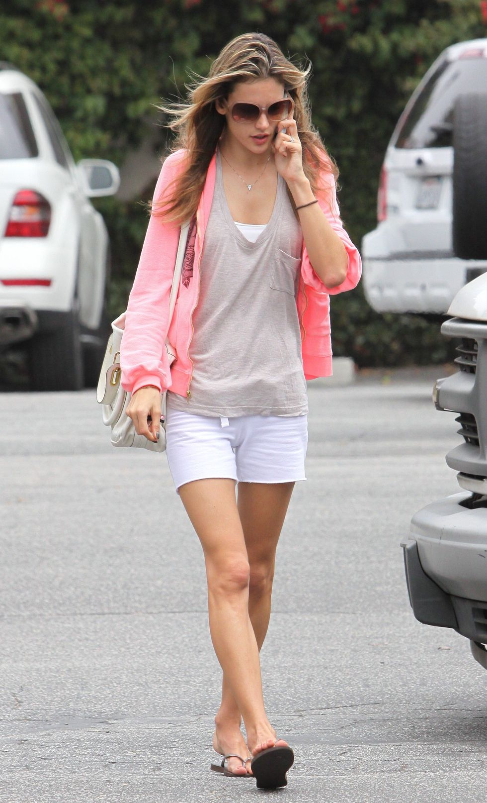 alessandra-ambrosio-leggy-candids-in-los-angeles-01
