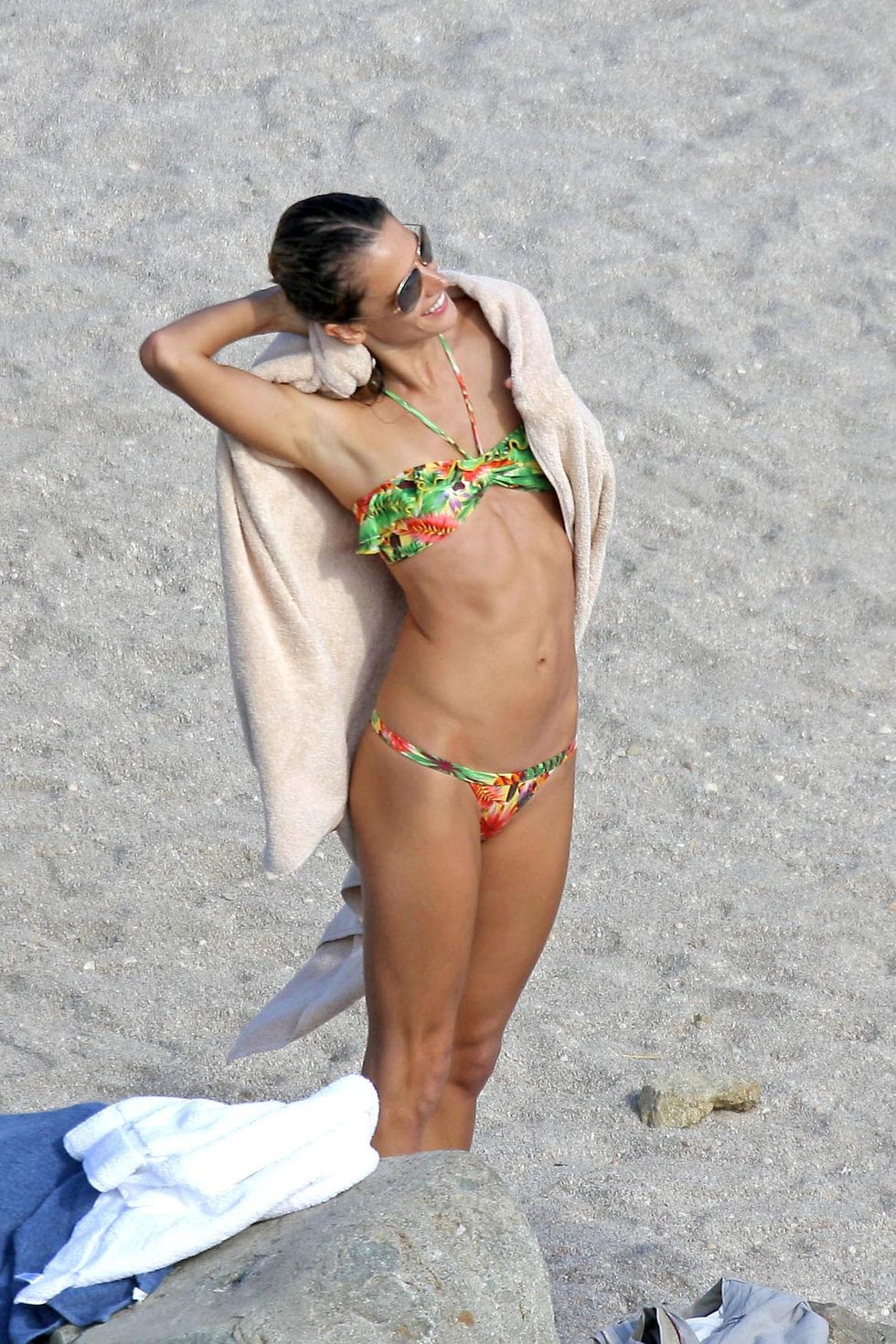 alessandra-ambrosio-photoshoot-candids-in-st-barth-mq-01