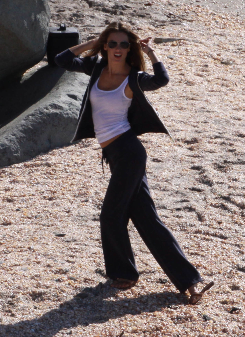 alessandra-ambrosio-photoshoot-candids-in-st-barth-01