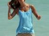 alessandra-ambrosio-photoshot-candids-on-the-beach-in-miami-03