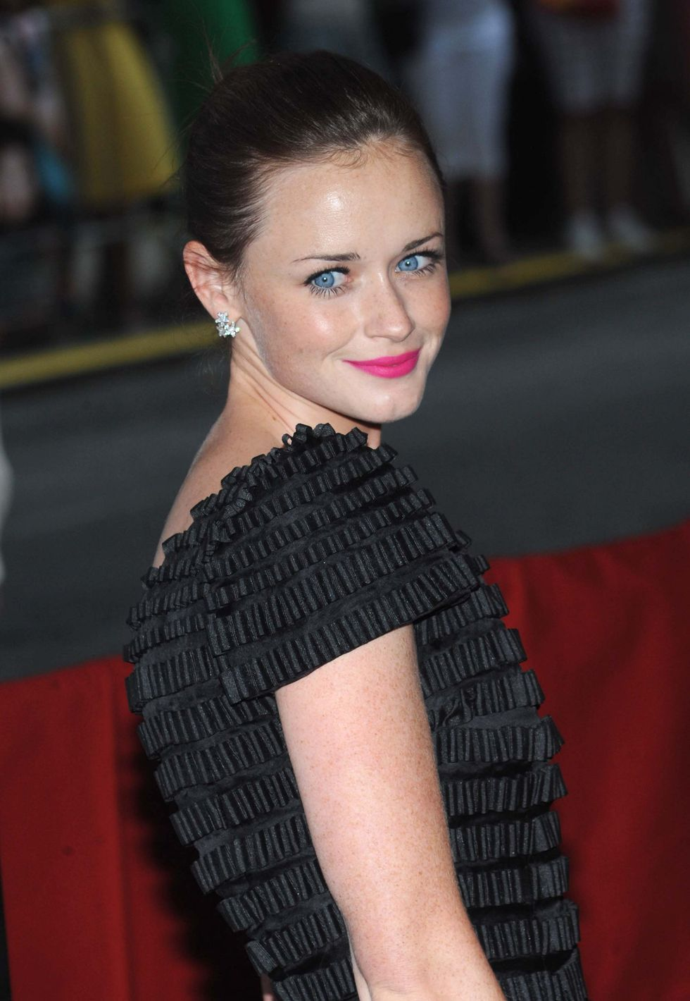 alexis-bledel-the-sisterhood-of-the-traveling-pants-2-premiere-in-new-york-01
