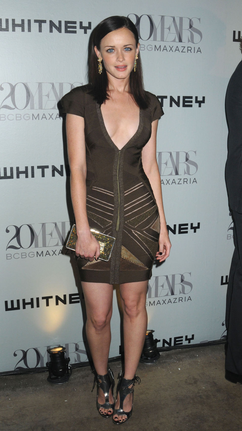 alexis-bledel-whitney-museum-annual-art-party-and-auction-in-new-york-01