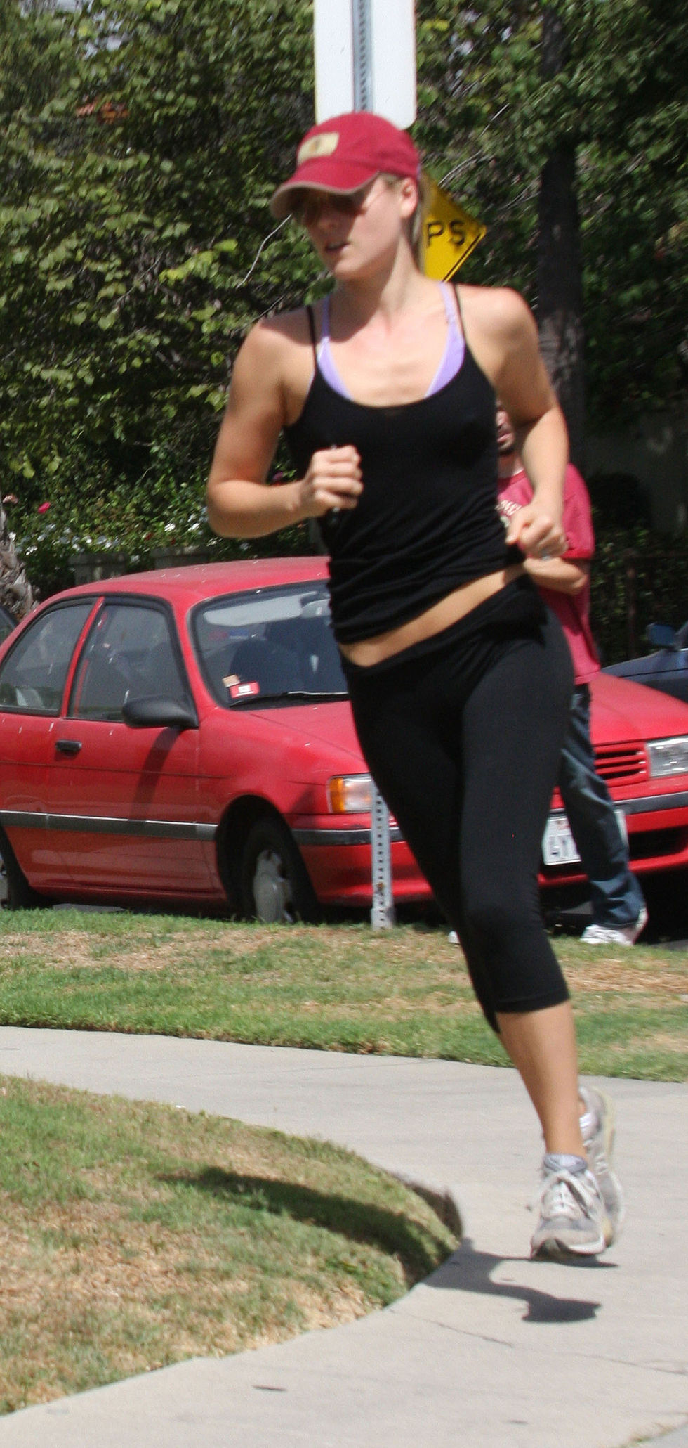 ali-larter-jogging-candids-in-west-hollywood-01