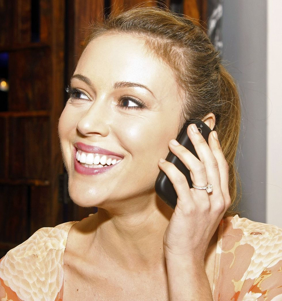 alyssa-milano-palm-gift-lounge-at-the-ryan-howard-all-star-bash-01
