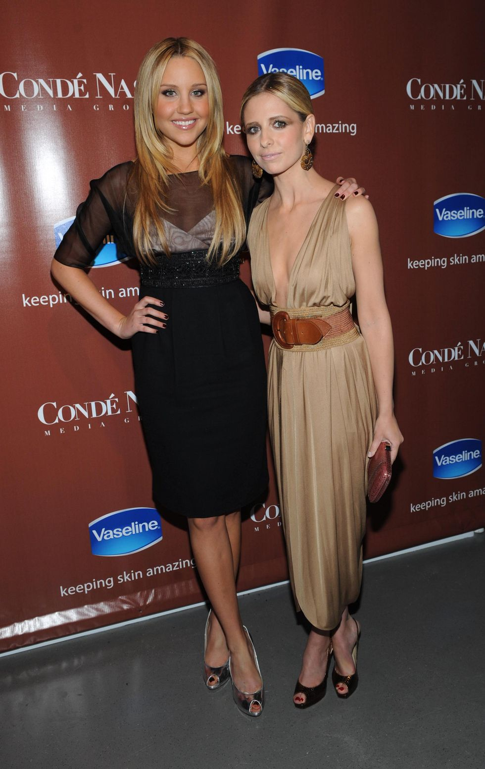 amanda-bynes-and-sarah-michelle-gellar-skin-is-amazing-exhibit-in-new-york-city-01