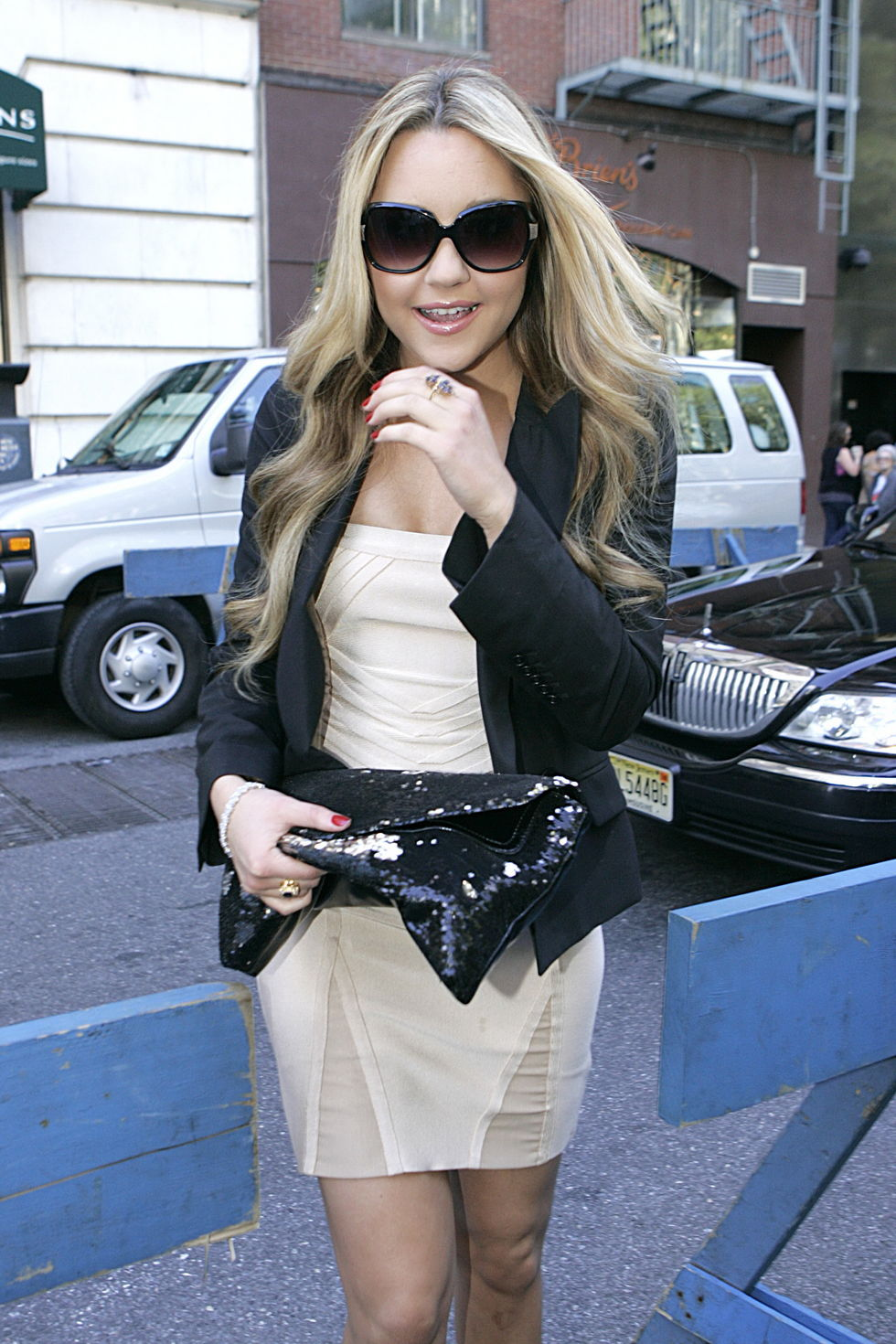 amanda-bynes-at-fashion-week-spring-2010-in-new-york-01