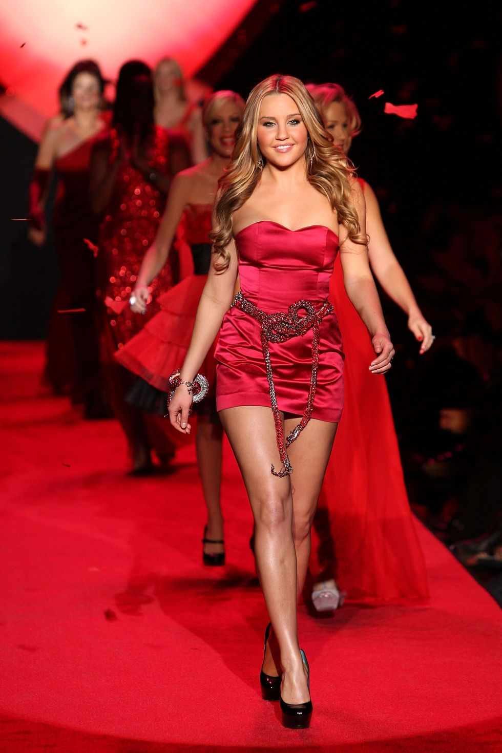 amanda-bynes-heart-truth-red-dress-collection-2009-fashion-show-01