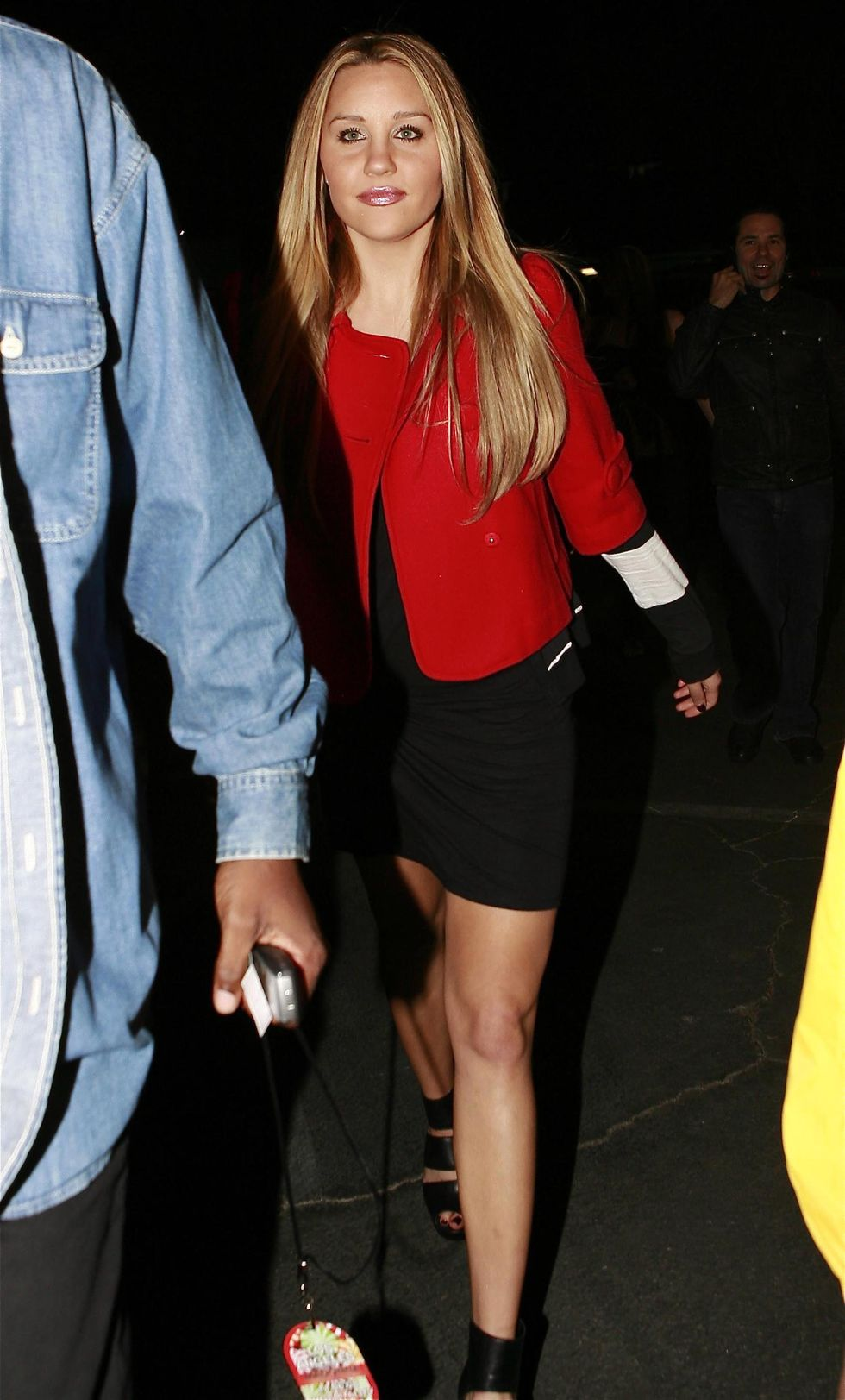 amanda-bynes-leggy-at-madonna-concert-in-los-angeles-01