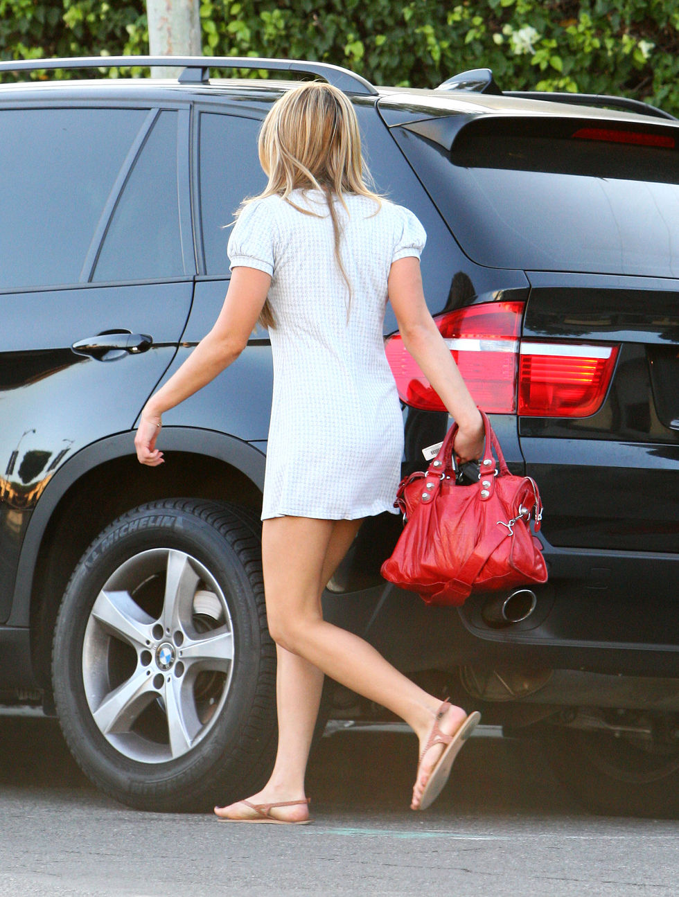 amanda-bynes-leggy-candids-in-los-angeles-5-01