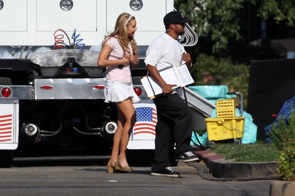 amanda-bynes-on-the-set-of-easy-a-01