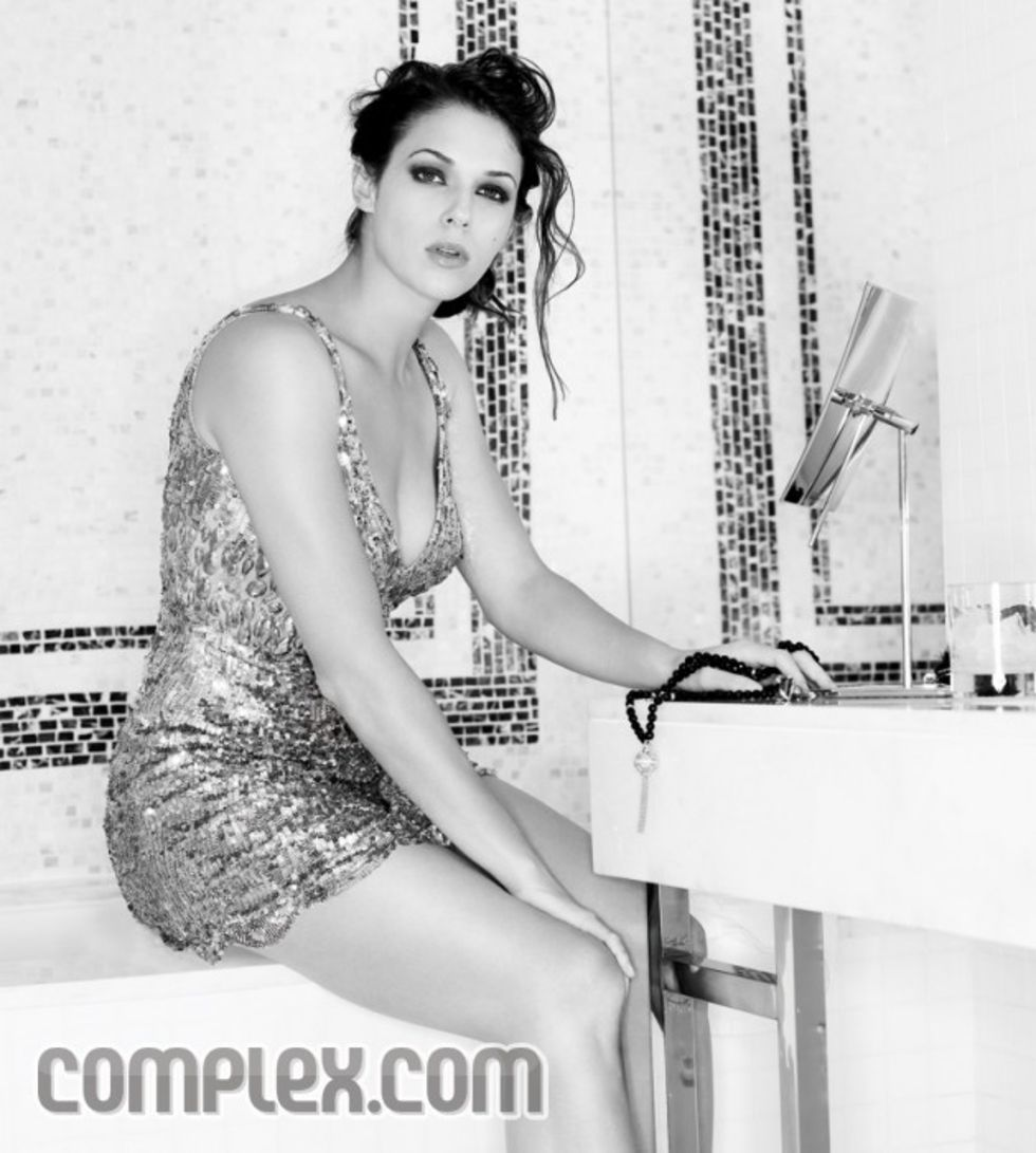 amanda-righetti-complex-magazine-march-2009-mq-01