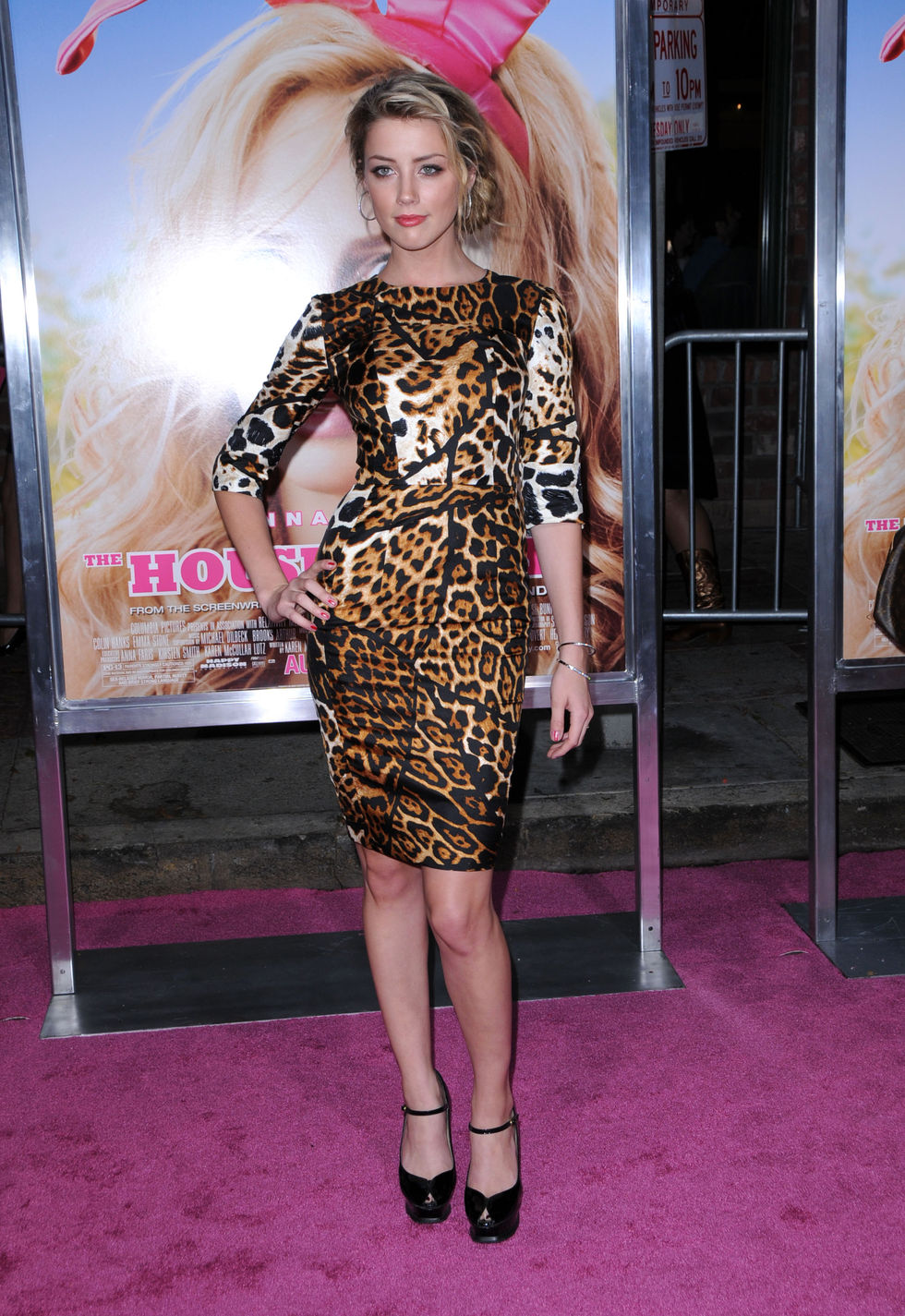 amber-heard-house-bunny-premiere-in-los-angeles-01