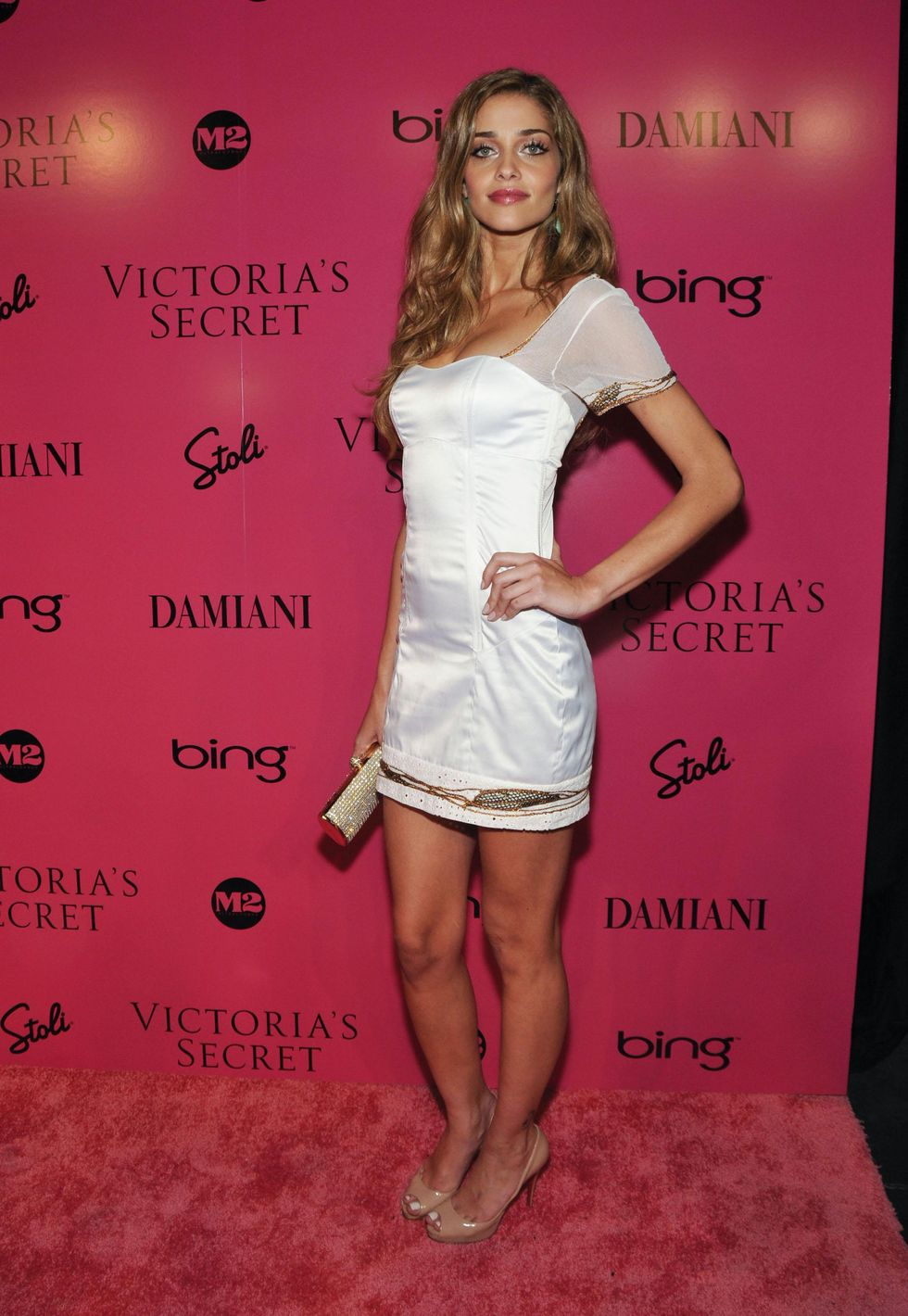 ana-beatriz-barros-2009-victorias-secret-fashion-show-01