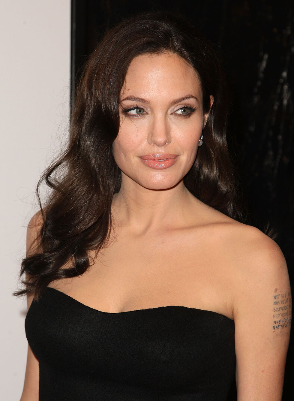 angelina-jolie-changeling-premiere-in-new-york-15