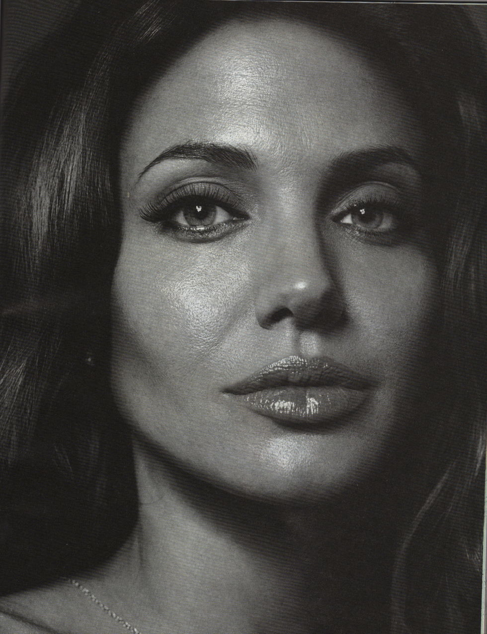 angelina-jolie-vanity-fair-magazine-italy-july-2008-01