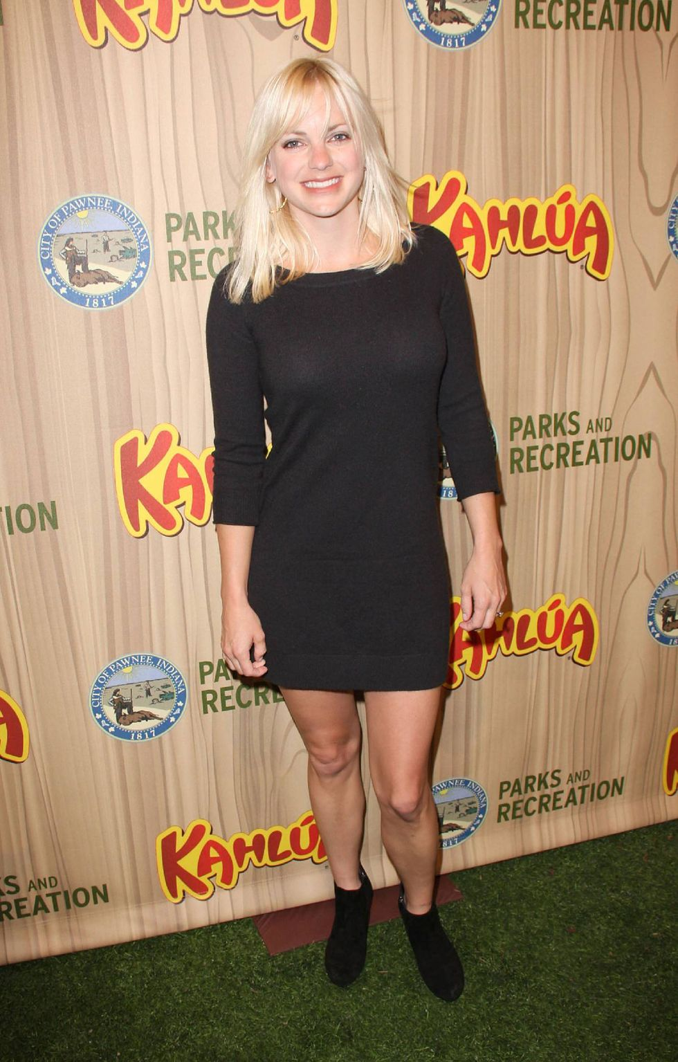 anna-faris-parks-recreation-premiere-in-hollywood-01