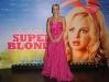 anna-faris-super-blonde-premiere-in-paris-04