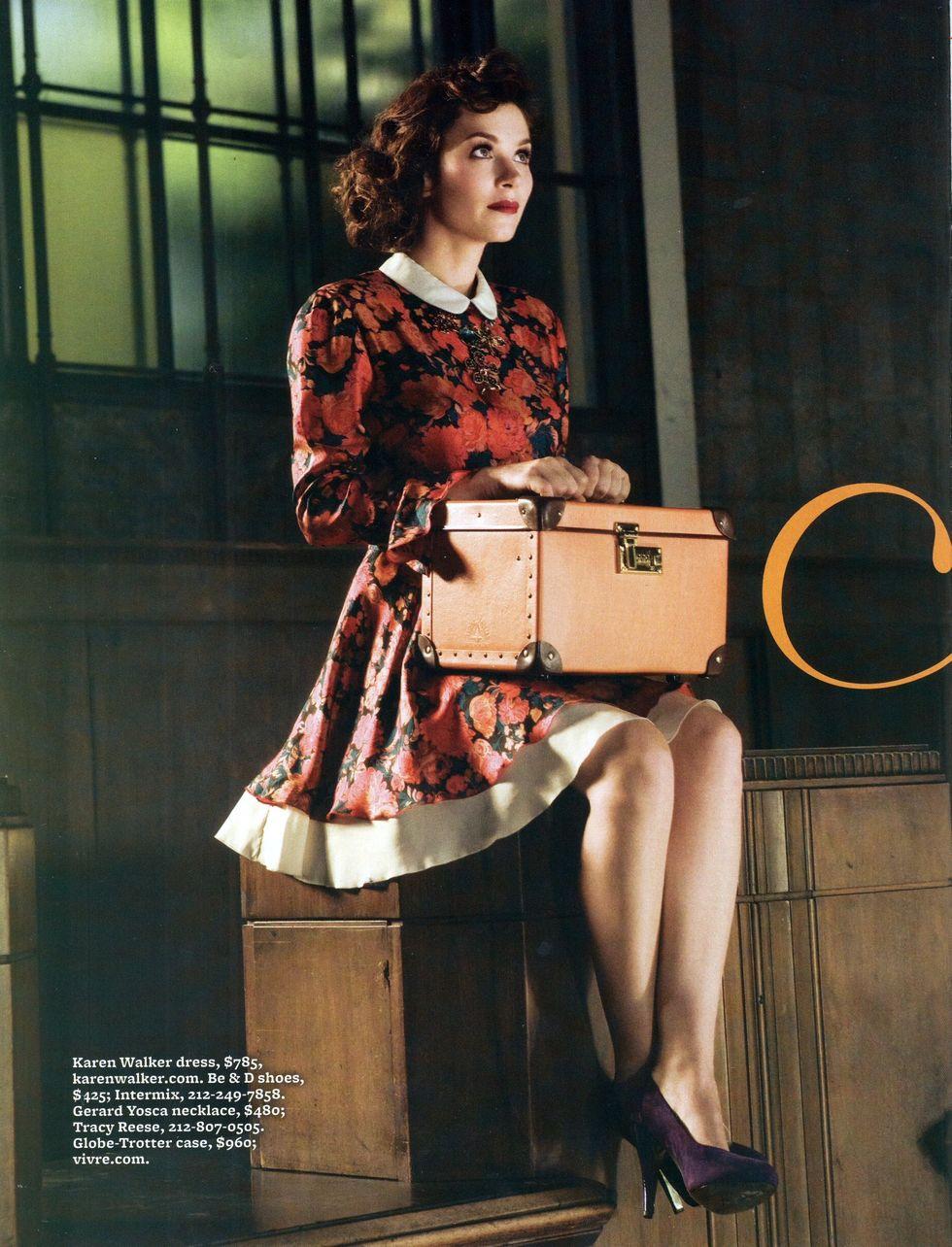 anna-friel-page-six-magazine-november-2008-01