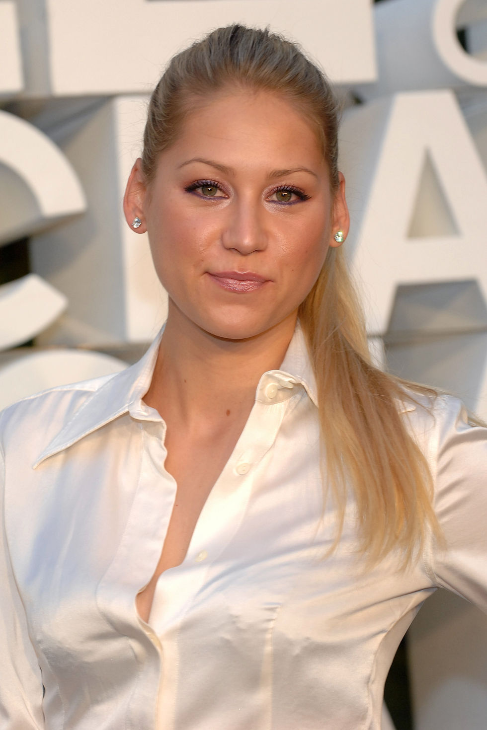 anna-kournikova-chanel-200809-cruise-show-in-miami-01