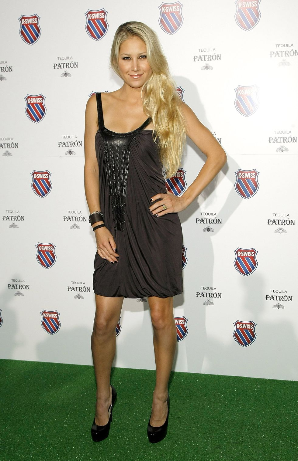 anna-kournikova-play-nice-runway-show-and-party-in-new-york-01