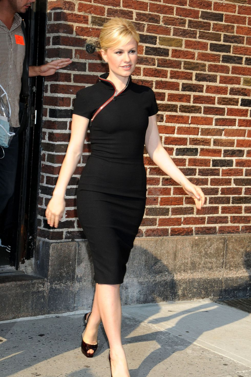 anna-paquin-visits-the-the-late-show-with-david-letterman-in-new-york-01