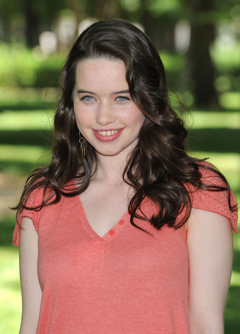 anna-popplewell-the-chronicles-of-narnia-prince-caspian-photocall-in-madrid-01