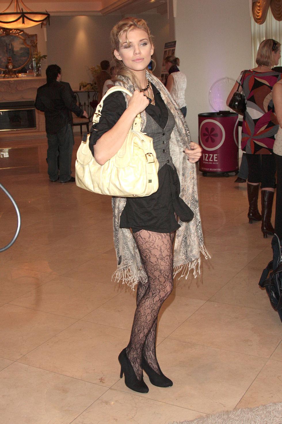 annalynne-mccord-haven-2009-oscar-suite-in-los-angeles-01