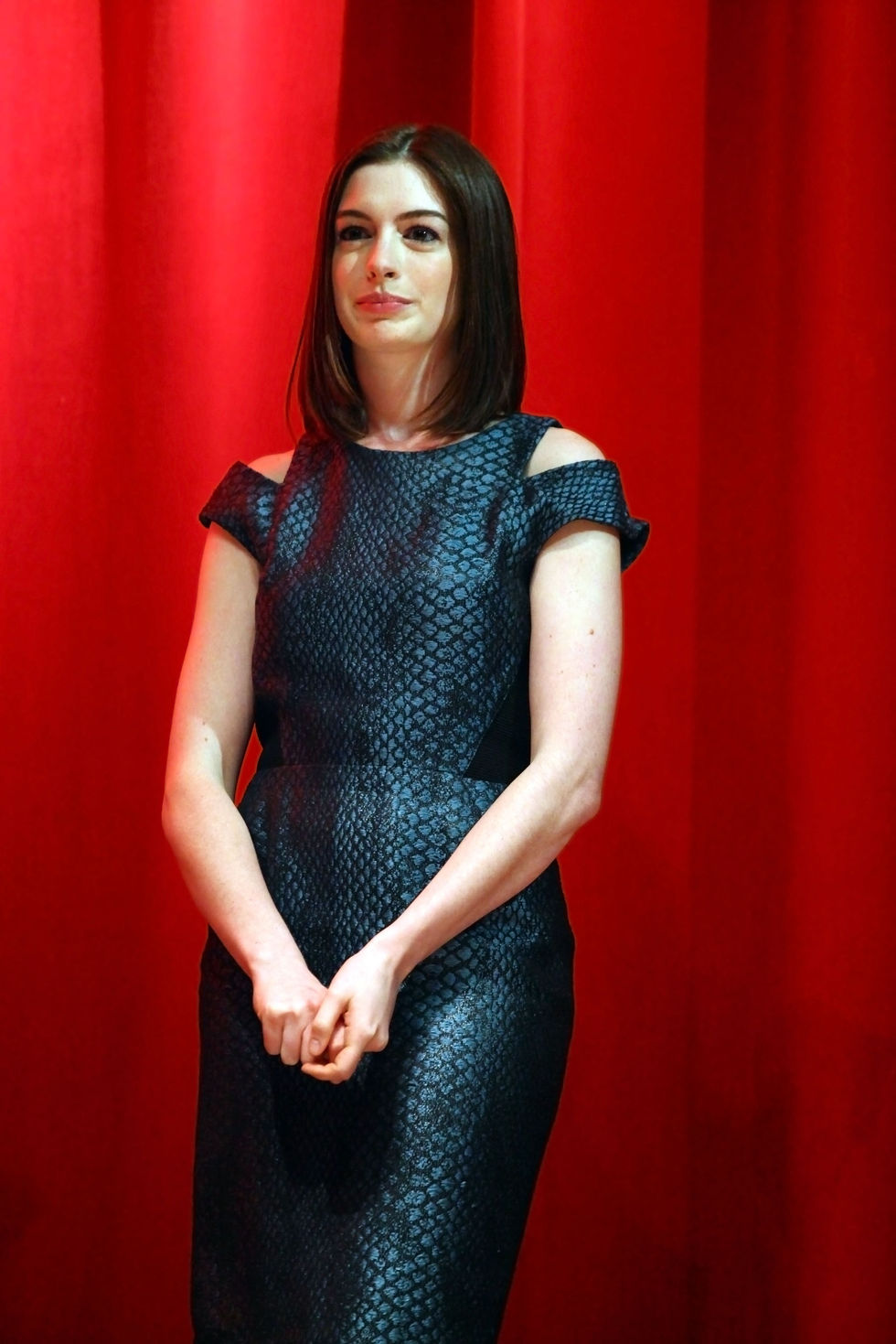 anne-hathaway-54th-annual-village-voice-obie-awards-in-new-york-01