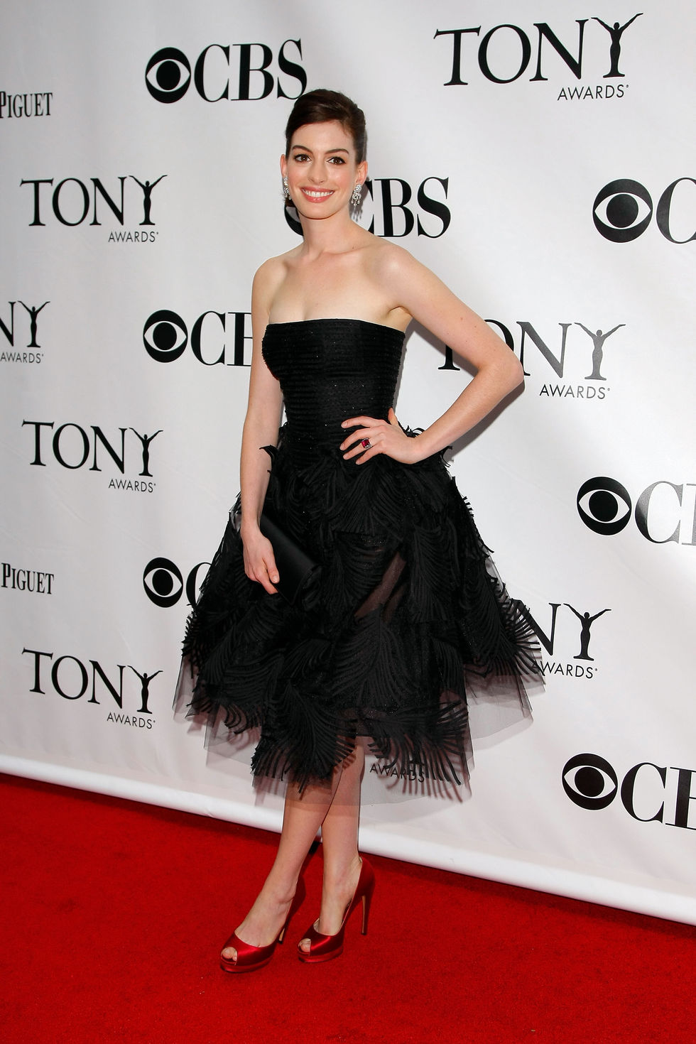 anne-hathaway-63rd-annual-tony-awards-in-new-york-01