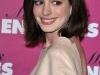 anne-hathaway-and-kate-hudson-bride-wars-photocall-in-paris-08