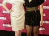 anne-hathaway-and-kate-hudson-bride-wars-photocall-in-paris-13