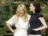 anne-hathaway-and-kate-hudson-bride-wars-photocall-in-rome-04