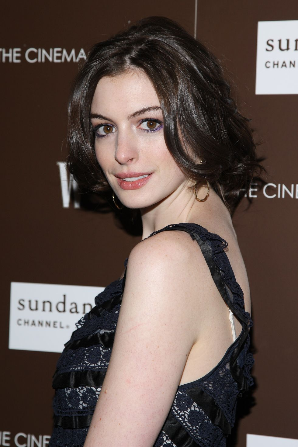 anne-hathaway-and-sophia-bush-marc-jacobs-louis-vuitton-screening-in-new-york-city-01