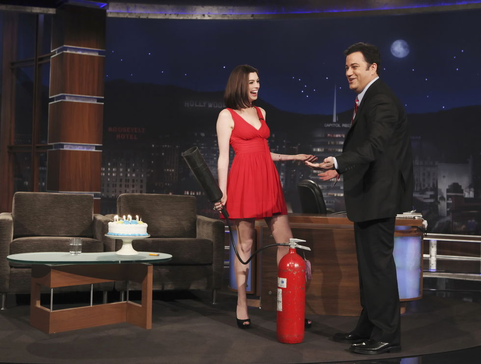 anne-hathaway-at-jimmy-kimmels-show-01