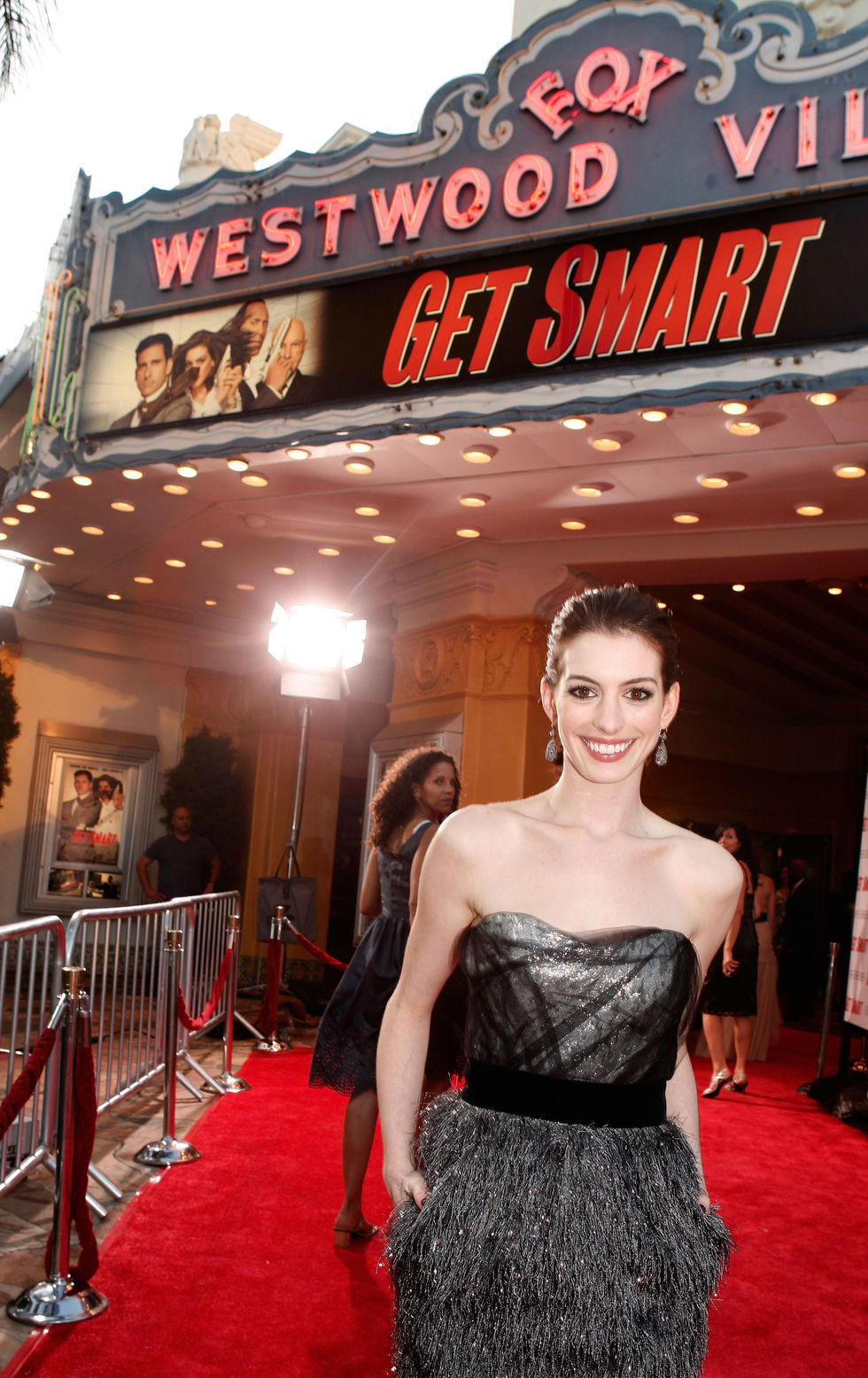 anne-hathaway-get-smart-premiere-in-los-angeles-01