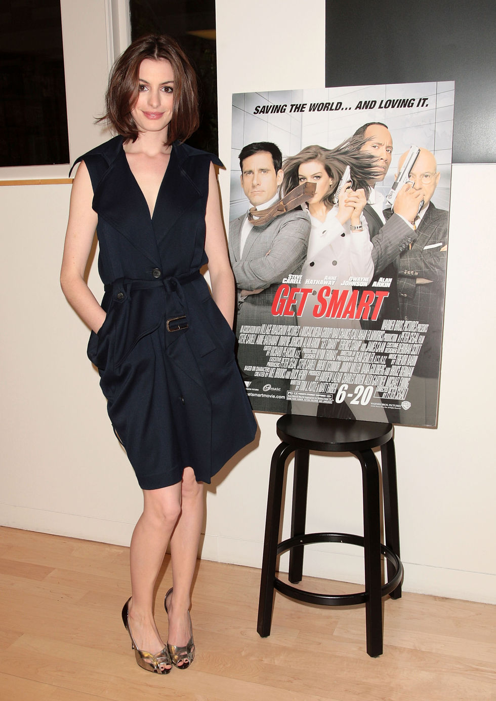 anne-hathaway-meet-the-actors-at-the-apple-store-soho-in-new-york-01