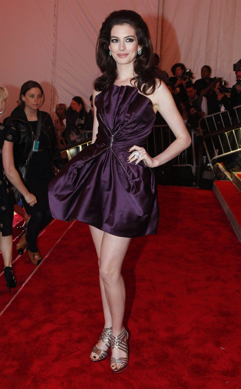 anne-hathaway-the-model-as-muse-embodying-fashion-costume-institute-gala-01