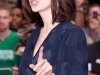 anne-hathaway-visits-the-late-show-with-david-letterman-in-new-york-07