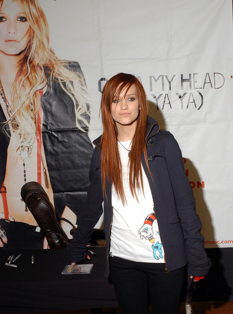 ashlee-simpson-promotes-her-new-cd-in-bensalem-01