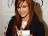 ashlee-simpson-promotes-her-new-cd-in-bensalem-05