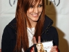 ashlee-simpson-promotes-her-new-cd-in-bensalem-07