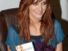 ashlee-simpson-promotes-new-single-outta-my-head-at-wal-mart-09
