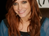 ashlee-simpson-promotes-new-single-outta-my-head-at-wal-mart-13
