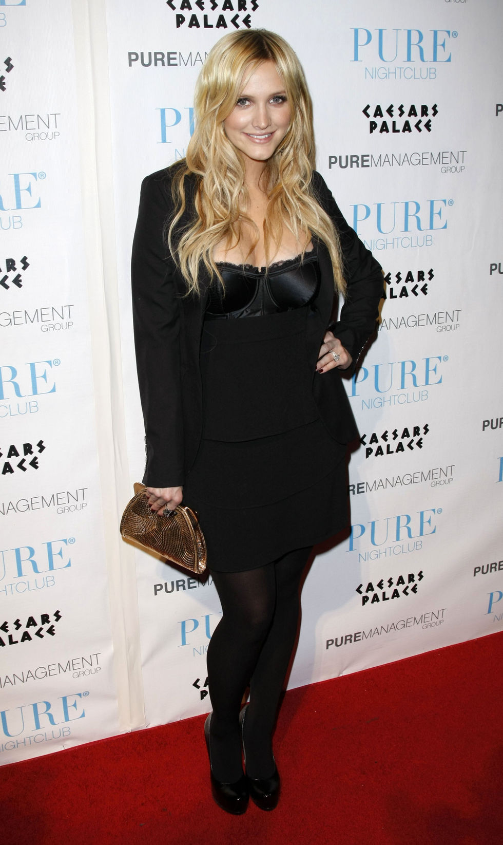 ashlee-simpson-purefection-at-pure-nightclub-in-las-vegas-01