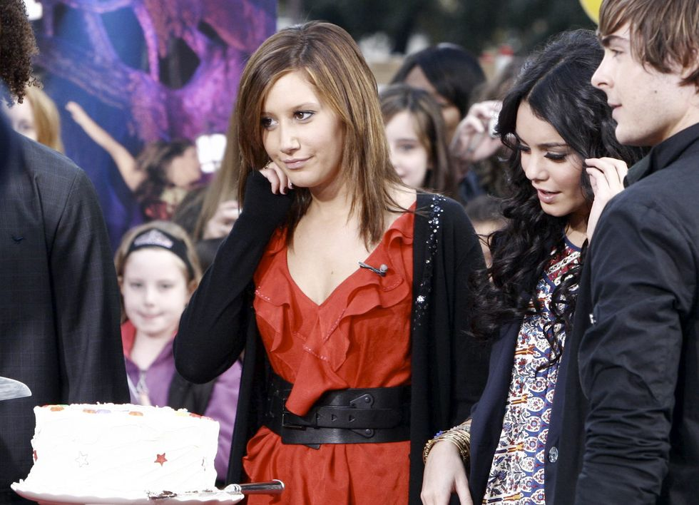 ashley-tisdale-and-vanessa-hudgens-candids-in-new-york-city-01