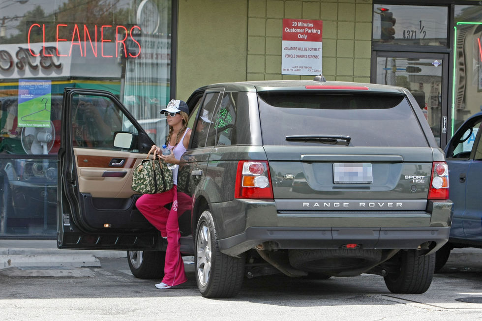 ashley-tisdale-candids-in-los-angeles-3-01