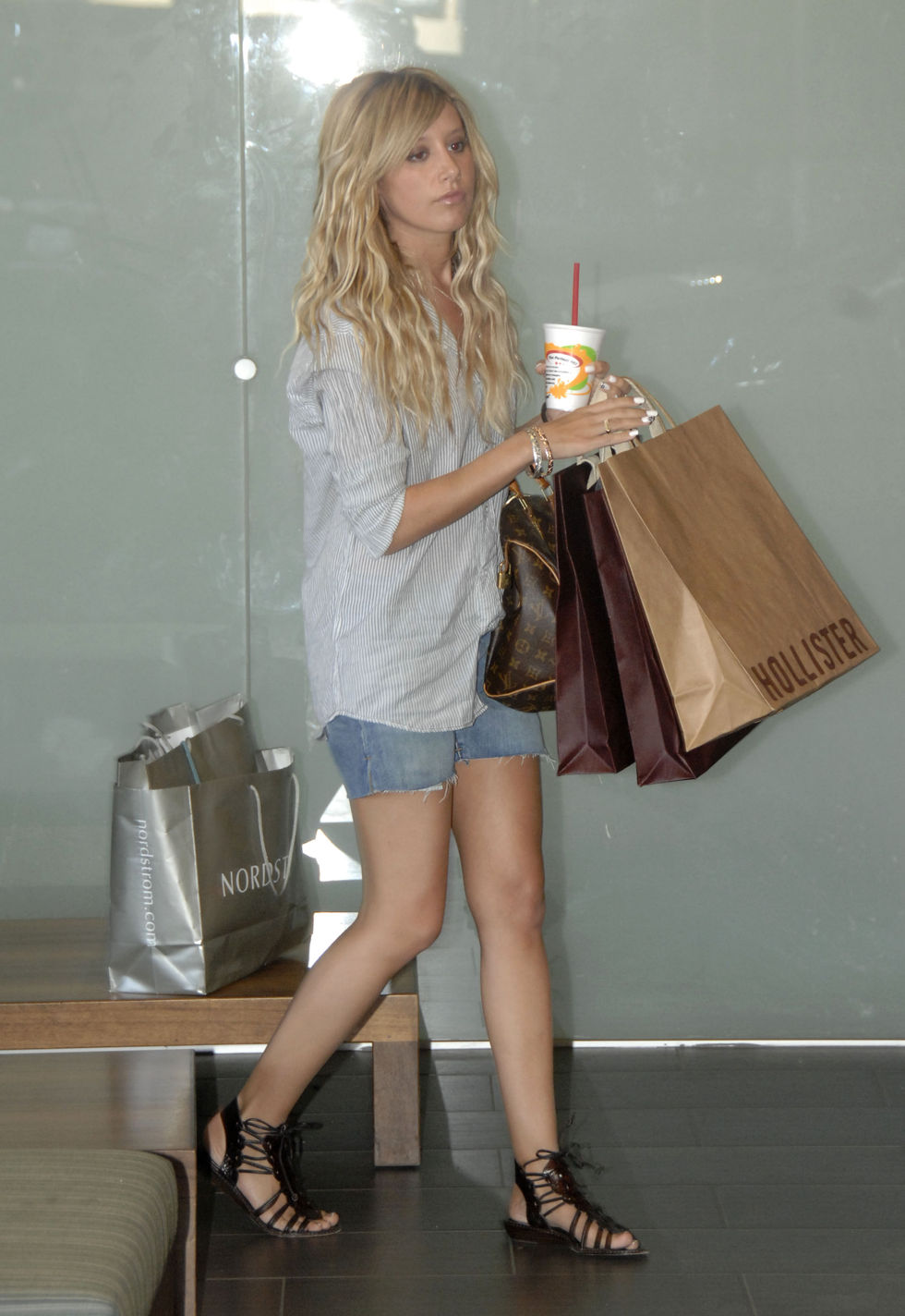 ashley-tisdale-denim-shorts-candids-in-los-angeles-01