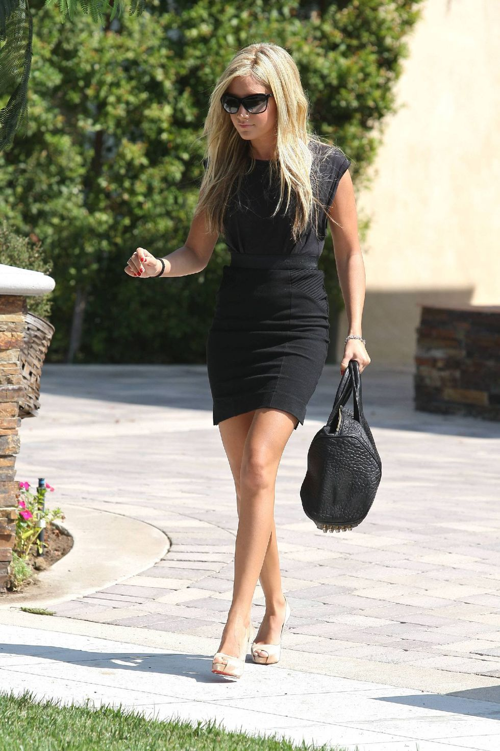 ashley-tisdale-leggy-candids-at-bokado-restaurant-in-los-angeles-01