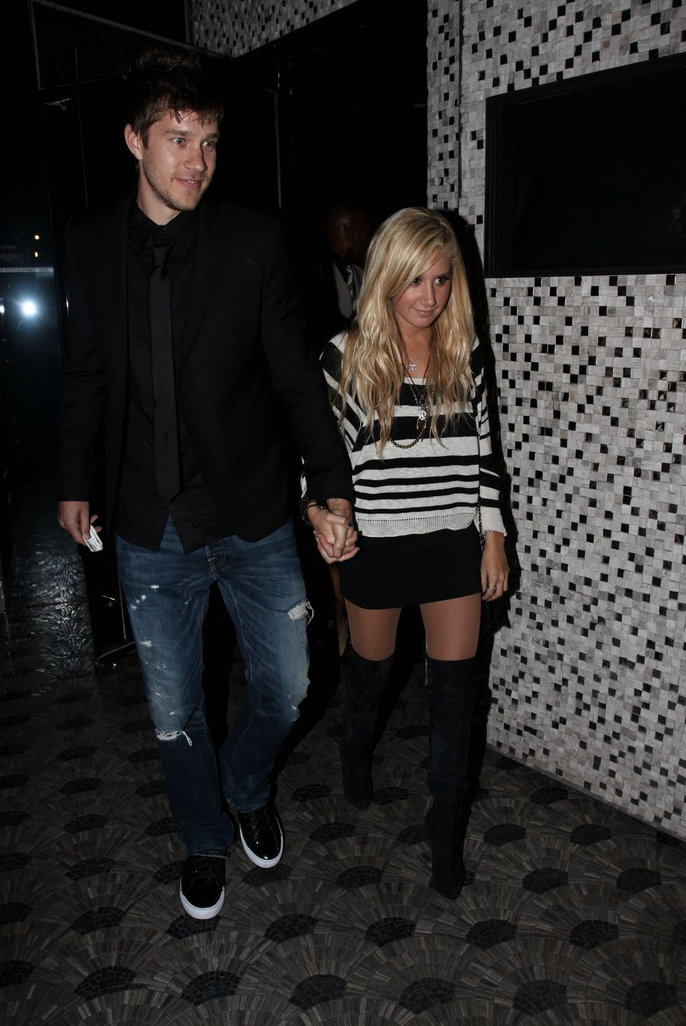 ashley-tisdale-vanessa-hudgens-21th-birthday-party-in-hollywood-01