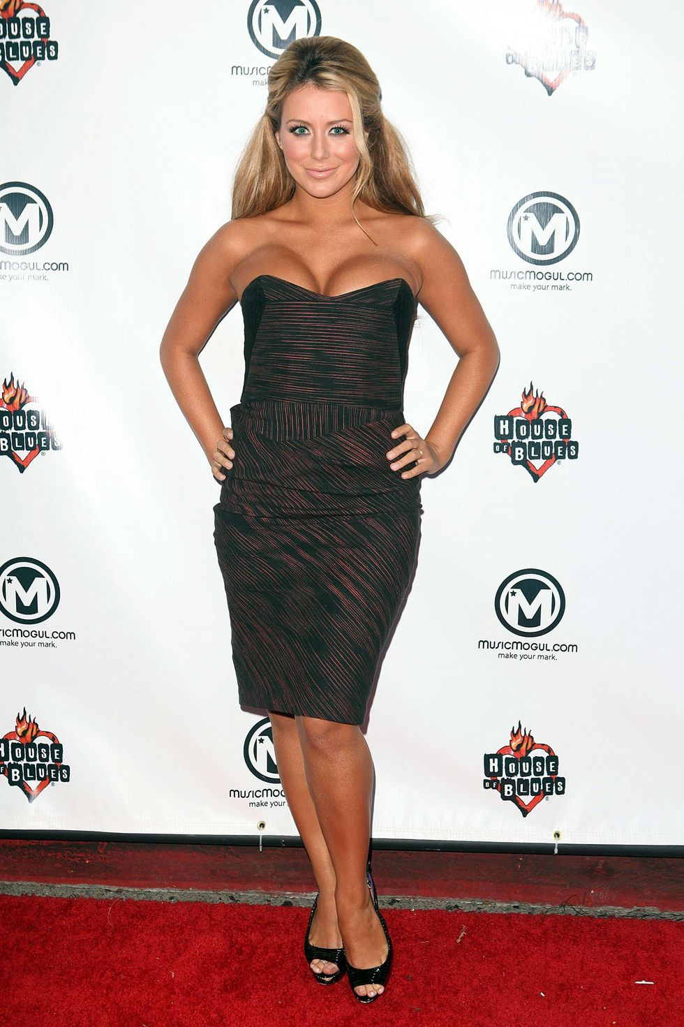 aubrey-oday-musicmoguls-first-music-competition-in-west-hollywood-01